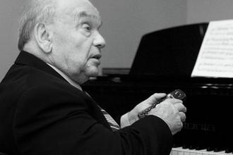 Композитор Владимир Шаинский в день своего 80-летия у себя дома, Москва, 12 декабря