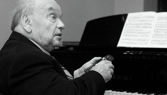 «Я против»: Лазарев объяснил свою перепалку с пожилым поэтом