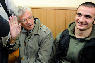 Эдуард Лимонов в Тверском суде ожидает вызова в качестве свидетеля защиты