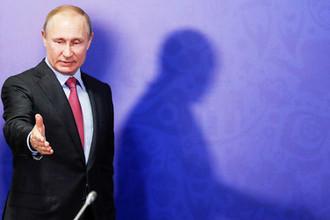 Президент России Владимир Путин во время заседания наблюдательного совета АНО «Организационный комитет «Россия-2018» в Сочи, 3 мая 2018 года