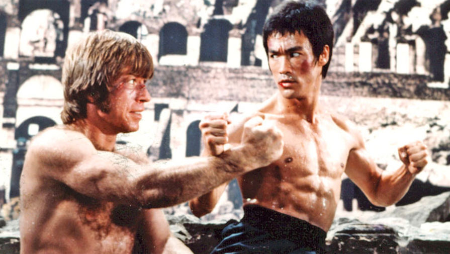 <b>«Путь дракона» (1972).</b> Первый громкий фильм с участием Норриса. Молодой Чак здесь играет в основном ногами, исполняя роль молчаливого противника главного героя, сыгранного Брюсом Ли