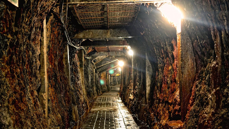 Угольная шахта Омбилин в Савалунто, Индонезия