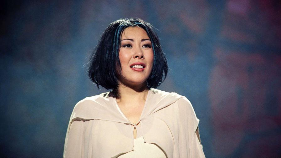Анита Цой выступает в Государственном концертном зале «Россия», 1999 год