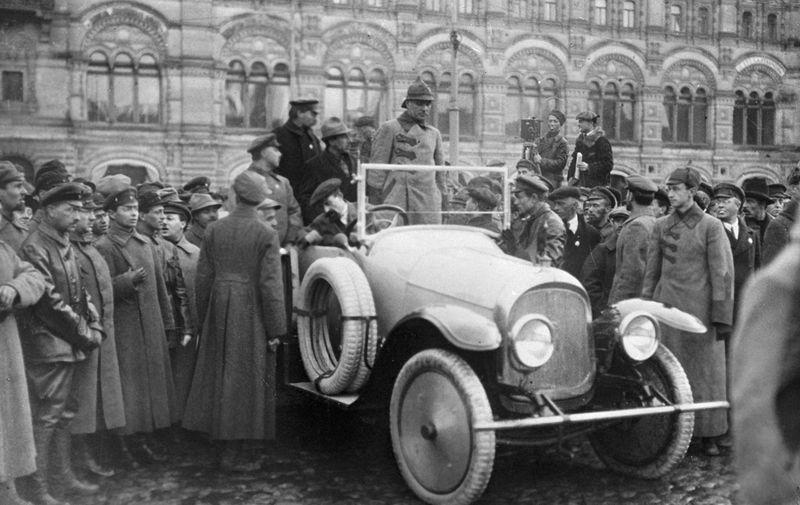 Член Реввоенсовета Красной Армии Климент Ворошилов во время осмотра первого советского автомобиля НАМИ-1 на Красной площади в Москве, 1927 год