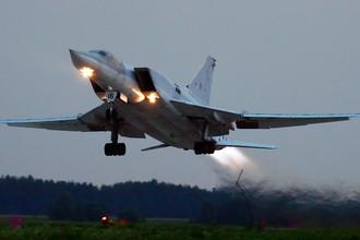 Самолет Ту-22М3 во время учений в Рязанской области, 2007 год