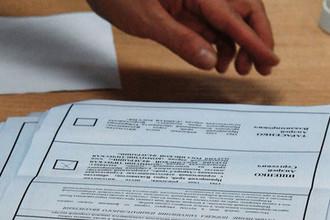 Подсчет голосов на избирательном участке во Владивостоке во время второго тура выборов губернатора Приморского края