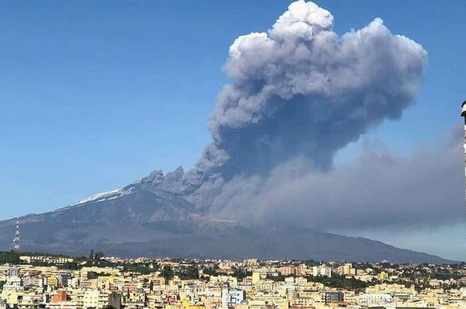 Вид на вулкан Этна, 25 декабря 2018 года