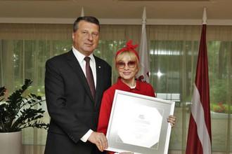 За бойкот Крыма? Президент Латвии наградил Лайму Вайкуле