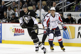 Партнеры по сборной России Евгений Малкин и Александр Овечкин встретились в очном противостоянии в матче НХЛ