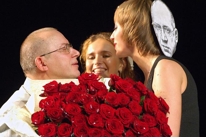 Народный артист России Сергей Арцибашев во время празднования 55-летнего юбилея в Театре имени Вл. Маяковского