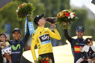 Британский велогонщик Кристофер Фрум празднует победу в «Тур де Франс — 2015»