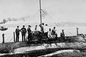 Подводная лодка «Сом». Репродукция фотографии 1904 года