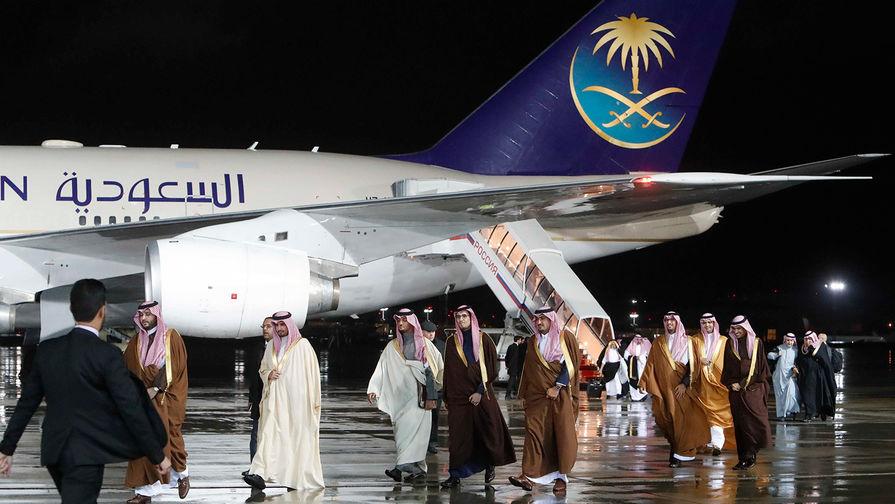 Картинки по запросу У самолета короля Саудовской Аравии в Москве сломался трап-эскалатор