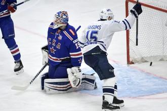 Московское «Динамо» одержало выездную победу в первом четвертьфинальном матче Западной конференции против СКА.