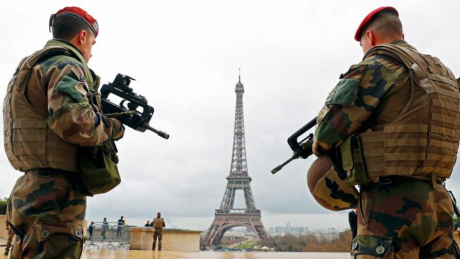 Французские военнослужащие в Париже