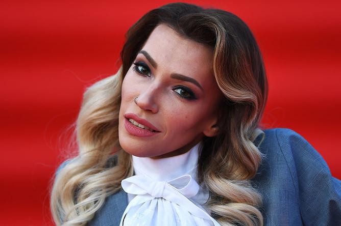 Певица Юлия Самойлова на церемонии открытия 40-го Московского международного кинофестиваля, 19 апреля 2018 года