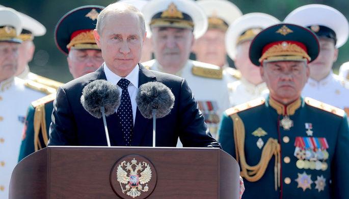 Президент РФ Владимир Путин и министр обороны РФ Сергей Шойгу во время главного военно-морского...