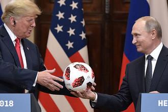 Президент России Владимир Путин и президент США Дональд Трамп на совместной пресс-конференции по итогам встречи в Хельсинки, июль 2018 года