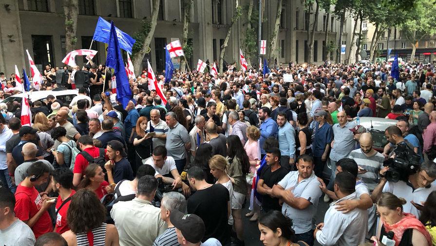 В Тбилиси вновь начались акции протеста
