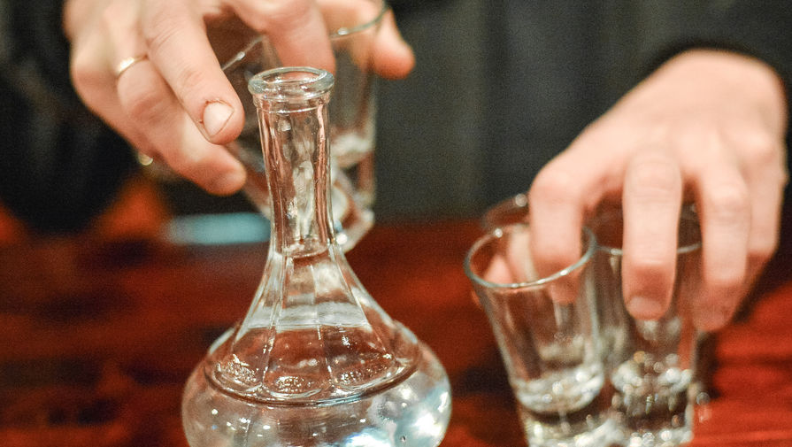 Эксперт объяснил, почему россияне стали меньше пить водку