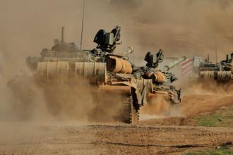 Танковый батальон выдвигается на полигон для проведения тактических учений мотострелковой бригады в Южном военном округе МО России, 2016 год