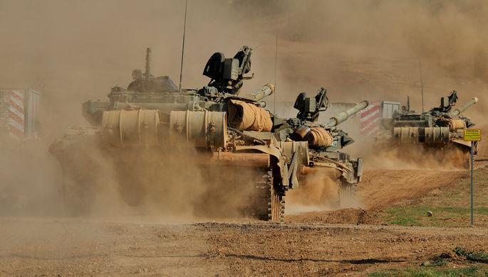 Танковый батальон выдвигается на полигон для проведения тактических учений мотострелковой бригады в...