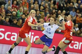 Сборная России обыграла Данию на чемпионате мира по гандболу среди женщин