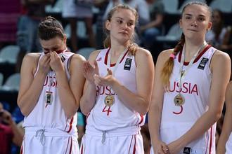 Баскетболистка сборной России Раиса Мусина (в центре)