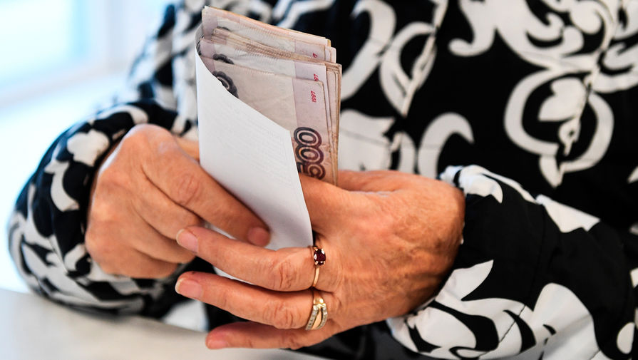 Известия: в России могут повысить пенсионный налоговый вычет