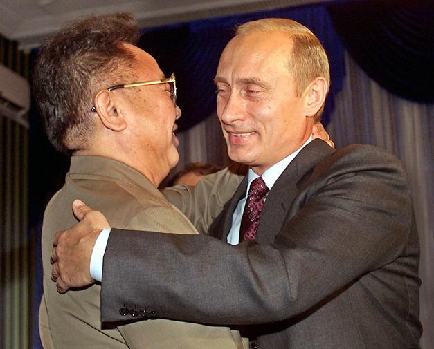 Ким Чен Ир и президент России Владимир Путин во время встречи во Владивостоке, 2002 год