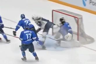 Вратарь «Смежных Барсов» Вилен Прокофьев получает травму в матче МХЛ