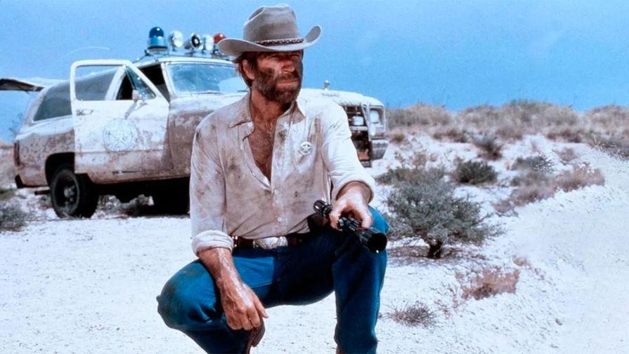<b>«Одинокий волк Маккуэйд» (1983).</b> Еще один хрестоматийный образ Норриса &mdash; техасский рейнджер, отшельник, предпочитающий людям компанию степного волка. Противника Чака в этой картине сыграл Дэвид Кэррадайн