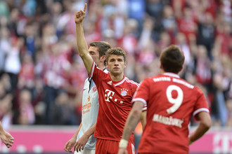 Томас Мюллер празднует свой второй гол в ворота «Майнца»