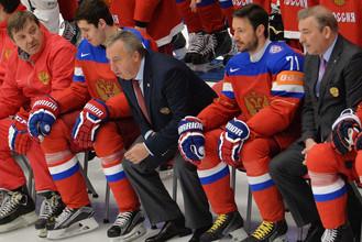 Сборная России по хоккею фотографируется во время чемпионата мира