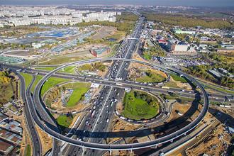 Вид на МКАД в районе 25-го км, развязку с Каширским шоссе и район Орехово-Борисово Южное, 2015 год