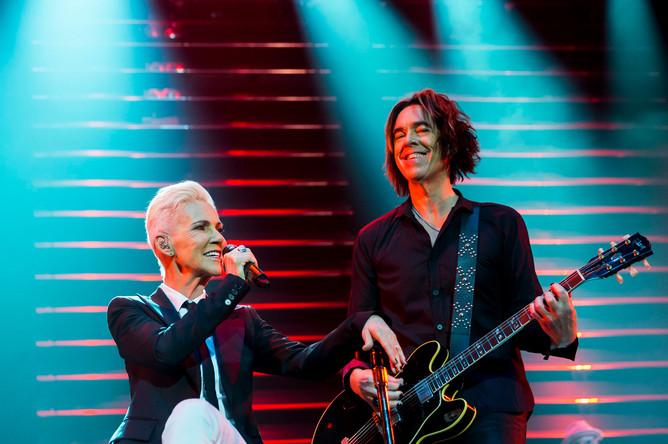 Участники поп-группы Roxette Мари Фредрикссон и Пер Гессле во время выступления в Будапеште, 2015 год