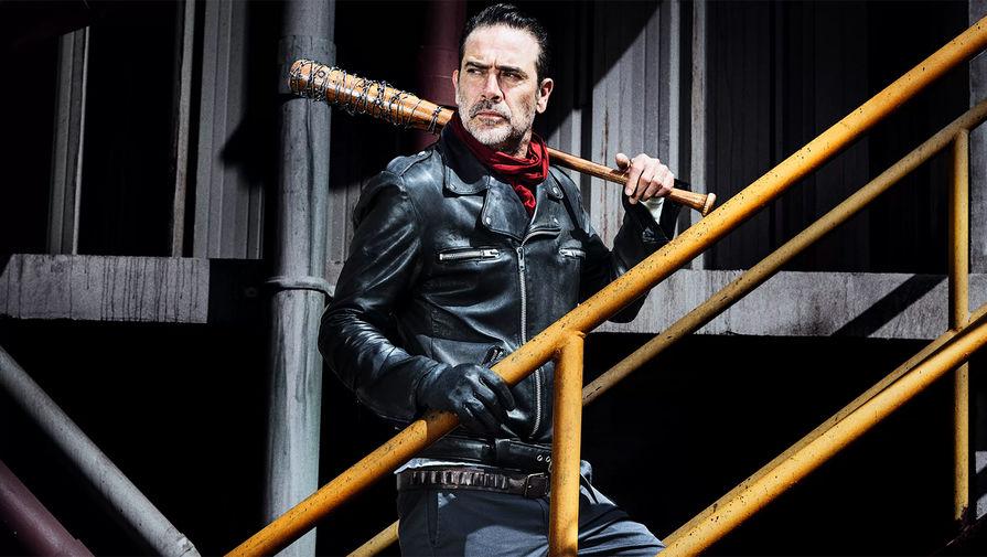 Джеффри Дин Морган в роли Нагана в кадре из сериала «Ходячие Мертвецы»- AMC Studios