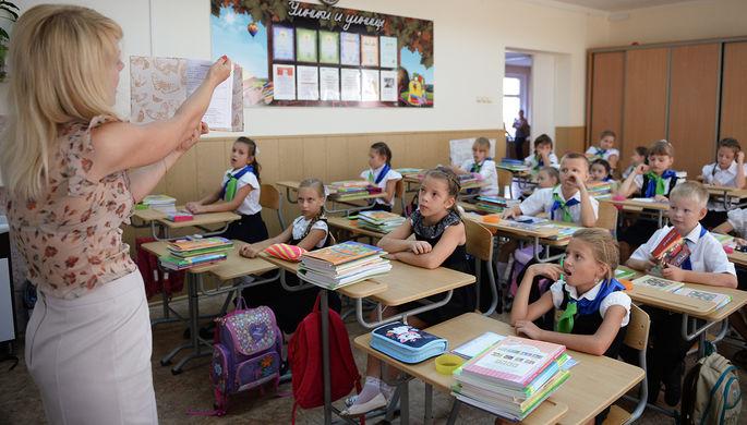 «Новые люди» против возвращения комиссаров в школы