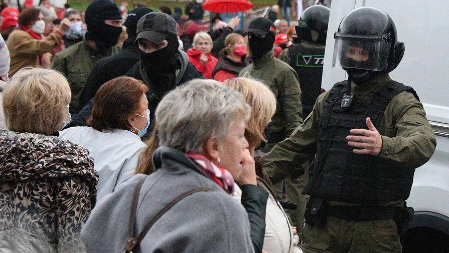 Участники акции протестов пенсионеров в Минске, 12 октября 2020 года