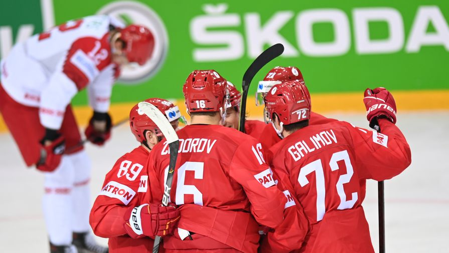 Игроки сборной России радуются забитому голу в матче группового этапа чемпионата мира по хоккею 2021 между сборными командами России и Белоруссии