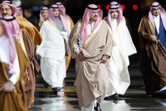 Представители делегации, сопровождающие короля Саудовской Аравии Сальмана Бен Абдель Азиз Аль Сауда в аэропорту Внуково, 4 октября 2017 года
