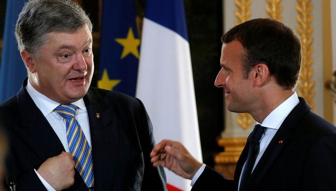 Президент Украины Петр Порошенко и глава Франции Эммануэль Макрон во время встречи в Париже, 26 июня 2017 года