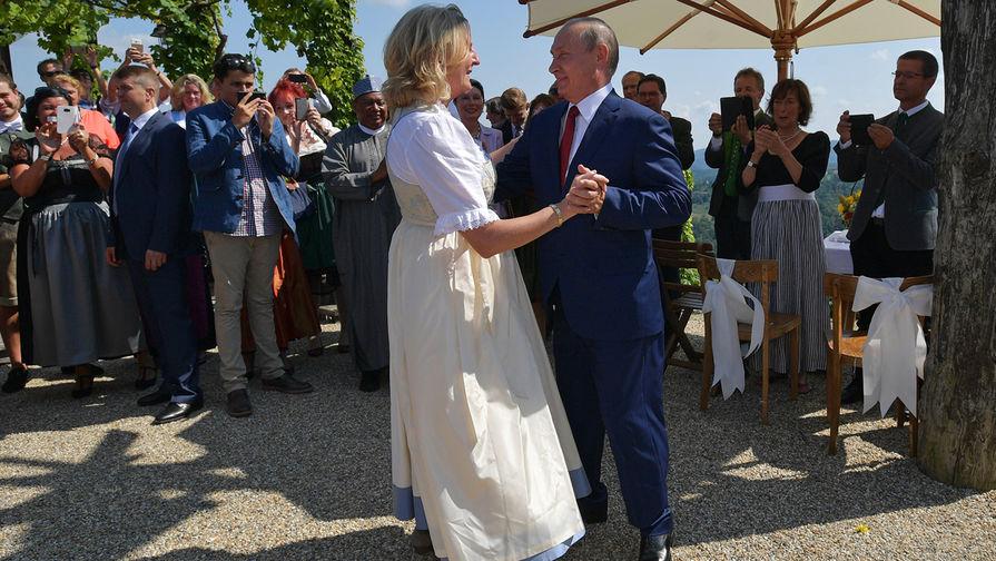 Экс-глава МИД Австрии открыла тайну приглашения Путина на свою свадьбу