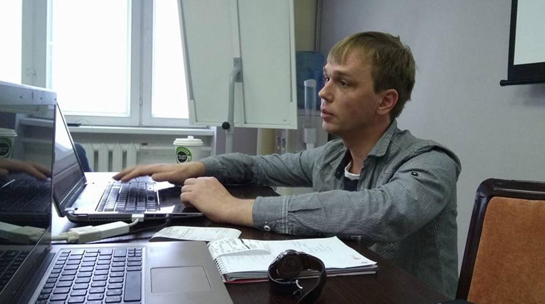 Следователь не пускает скорую помощь к журналисту Голунову