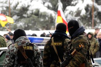 В четверг вечером в штаб Аллы Джиоевой в Цхинвали прибыл отряд республиканского ОМОНа