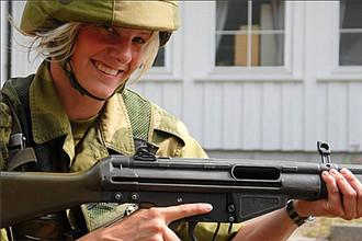 Норвегия вводит обязательный призыв женщин в армию