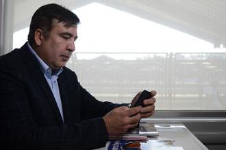 Экс-президент Грузии, бывший губернатор Одесской области Михаил Саакашвили в вагоне поезда на железнодорожном вокзале в польском Пшемышле