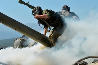 Танк Т-90А на полигоне Дальний в рамках проведения тактических учений мотострелковой бригады в Южном военном округе МО России, 2016 год
