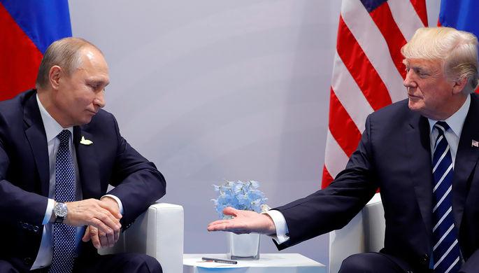 Президент России Владимир Путин и президент США Дональд Трамп во время первой встречи на саммите G20...