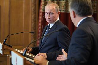 Президент России Владимир Путин и премьер-министр Венгрии Виктор Орбан на пресс-конференции в Будапеште, 2 февраля 2017 года
